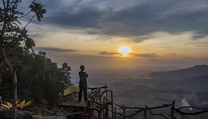 Matahari Terbit dari Watu Payung Prambanan
