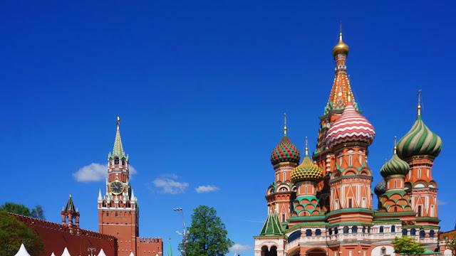 Изображение Храма Василия Блаженного и Спасской башни Кремля