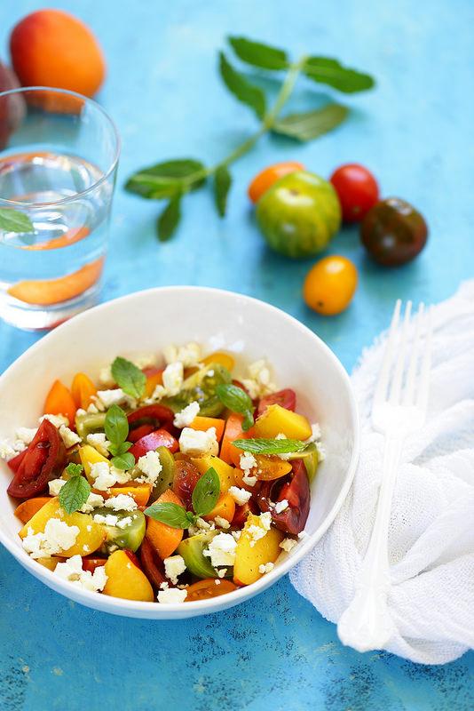 Salade de tomates, pêches et feta