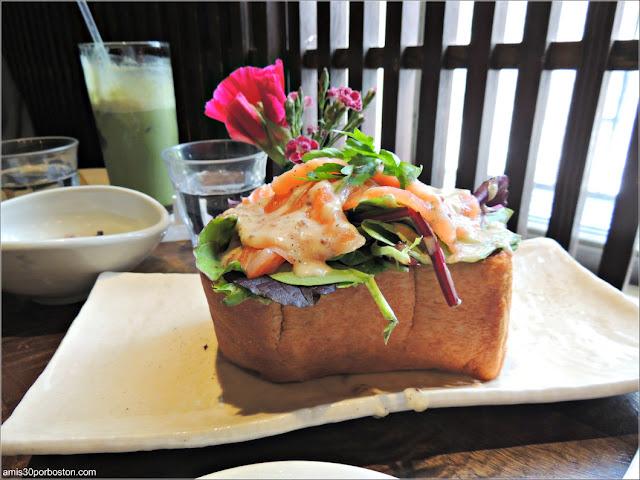 Smoked Salmon Toast de Cha-An Teahouse en Nueva York