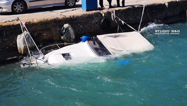 Βούλιαξε σκάφος στο Ναυπλιο από τους δυνατούς ανέμους (βίντεο)
