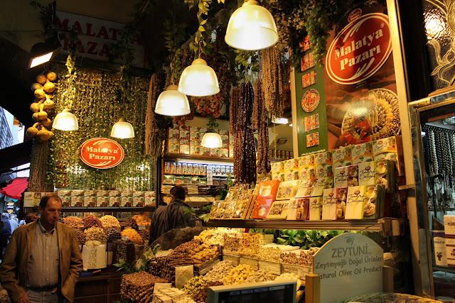 Compras no Bazar de Especiarias em Istambul