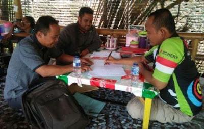 H. Fauzi tanda tangan akta notaris Mendukung Terbentuknya Komunitas IT Pringsewu