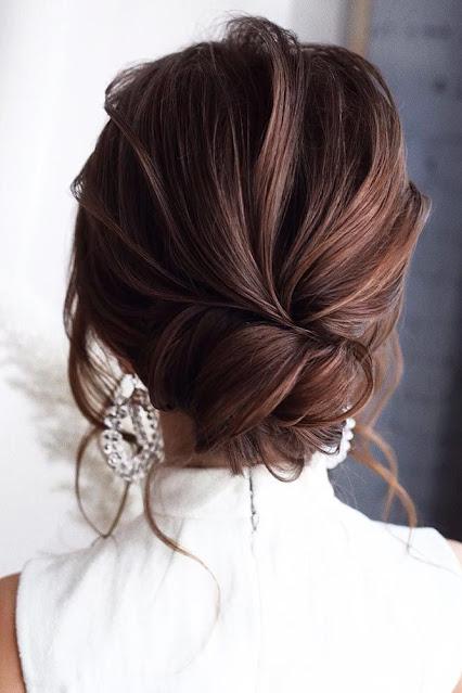 Peinado elegante con chongo bajo