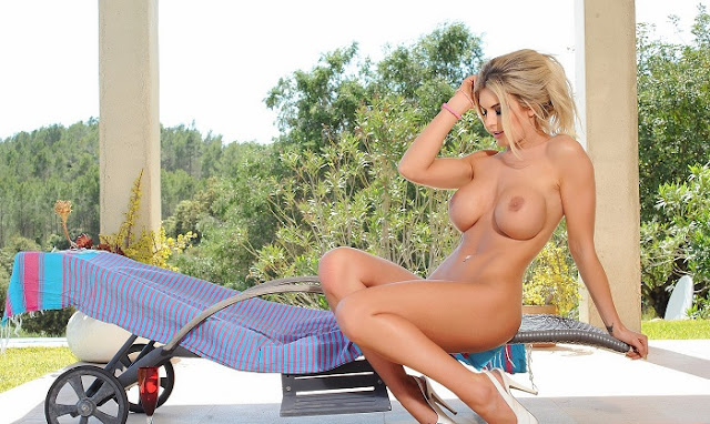 Tommie Jo sitting naked big boobs hot pics