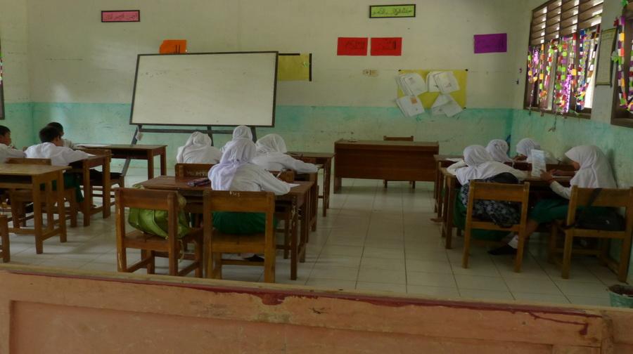 Guru Honorer Mogok Mengajar di Garut, Akankah Menjalar ke Daerah Lain