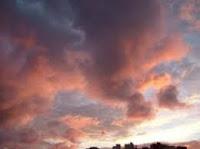 Nubes de algodón al amanecer