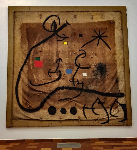 """Mulher rodeada por pássaros na noite"" (1968), de Joan Miró"