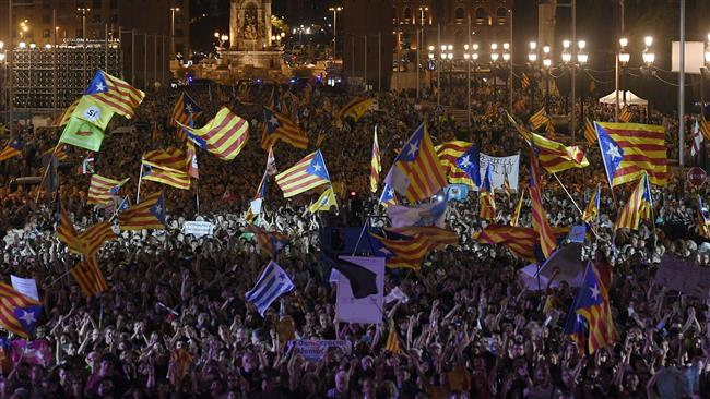 Tens of thousands Pro-independence Catalans hold large rally ahead of referendum