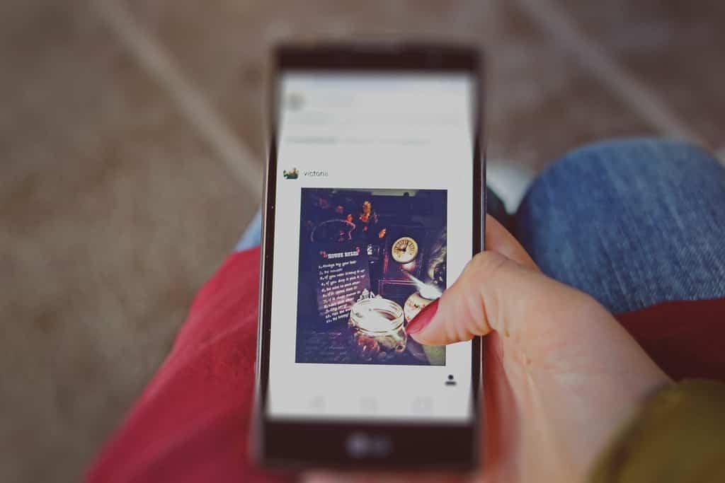 menyembunyikan postingan teman di instagram