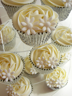 white daisy cupcakes, yellow and white wedding ideas