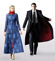 Erkek ve bayan pardesüler, Siyah uzun klasik erkek pardösü ve mavi desenli bayan pardesü modelleri