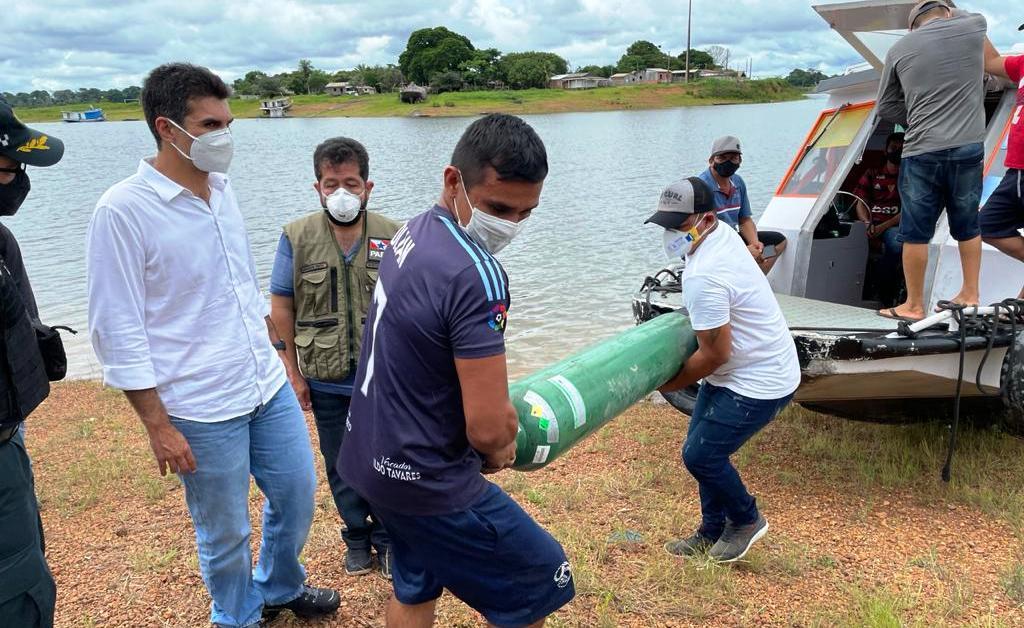 Helder visita Maracanã, epicentro de casos de covid-19 em Faro, na fronteira com AM