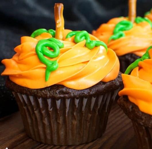 PUMPKIN PATCH CUPCAKES #desserts #halloween