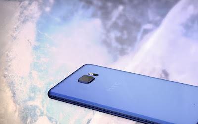 Smartphone baru andalan HTC dengan dua display, tanpa headphone jack