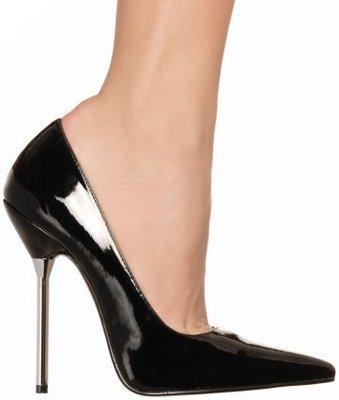 5caa468d7 A pressão exercida por cada pé de uma mulher que pese 46 kg e que esteja  usando sapatos com saltos15 é 20 vezes maior que a pressão exercida por  cada uma ...