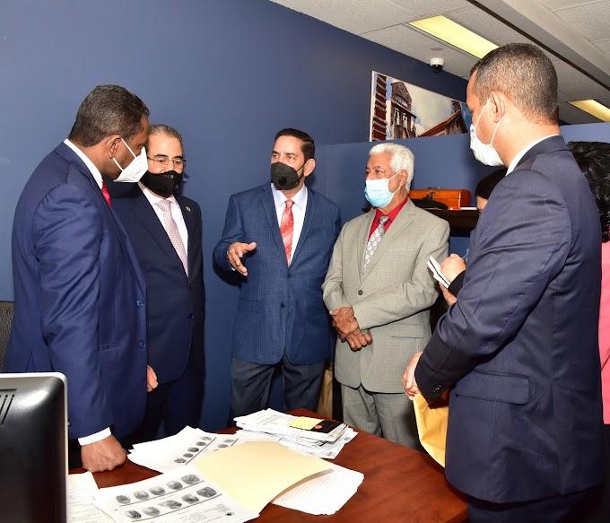 Director  Pasaportes visita a cónsul dominicano en NY y autoriza compra equipos para emisión y renovación Pasaportes