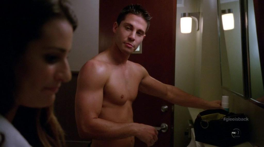 dean geyer shirtless in glee s4e01 shirtless men at groopii