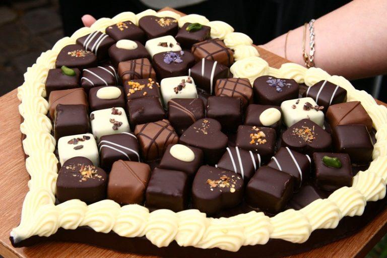 Картинки с шоколадом и конфетами поздравления