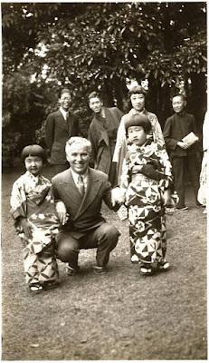 Чарли Чаплин в Японии, 1932 г.