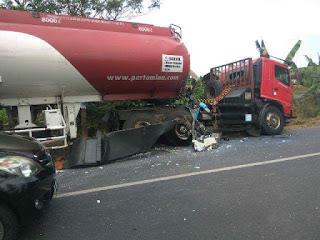 Truk BBM Pertamina Tabrakan Dengan Bus Di Kaliwungu ...