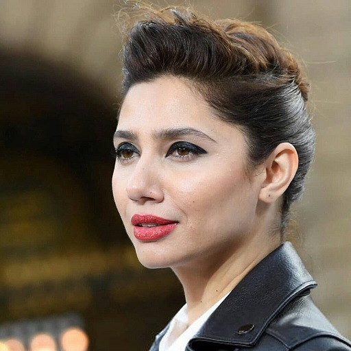 Mahira Khan Actress of Pakistan become a Boy 2