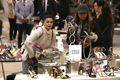 Kylie Jenner without make up on shopping 005