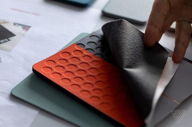 إنتل تعمل على لابتوب بشاشة مزدوجة مصنوع من القماش