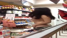 Tapang na Dalaga Naghubad at nagfinger sa Grocery Store