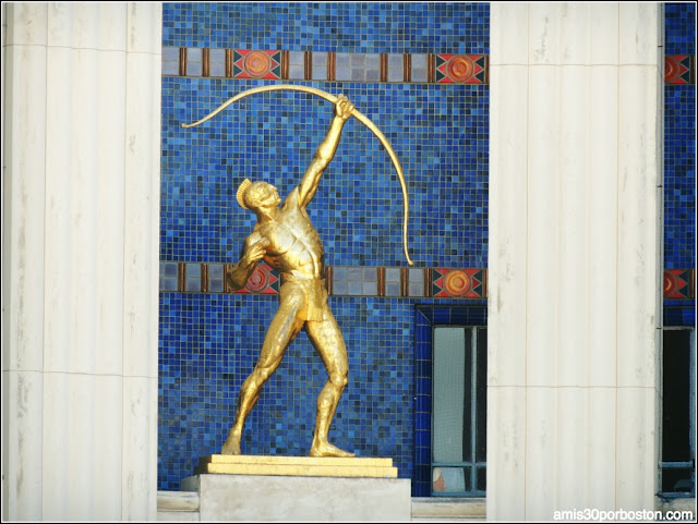 "Hall of State en el Fair Park de Dallas: ""Tejas Warrior"""
