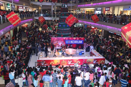 40 feet wide Christmas cake prepared with customers at KORUM (1)