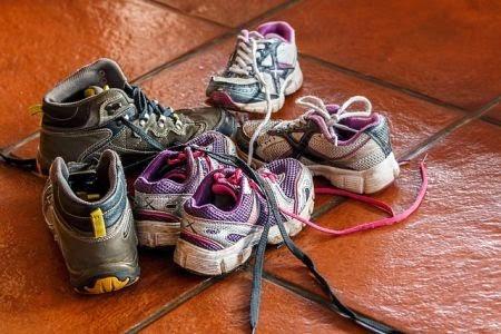 8618417d7bc Daarom kijken we hier naar enkele goedkope kinderschoenen die goede  schoenen voor jongens en/of meisjes maken. Want goedkoop hoeft helemaal  niet slecht te ...