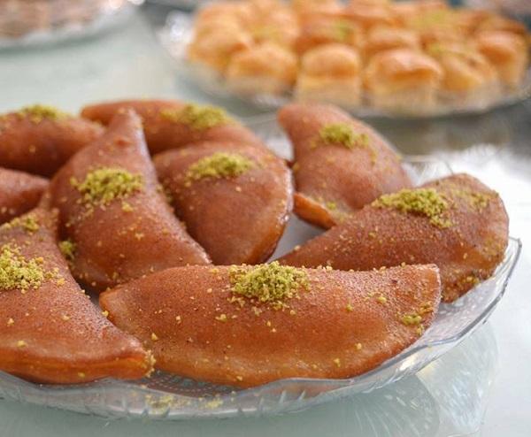 The way damascus Qataif works with walnuts