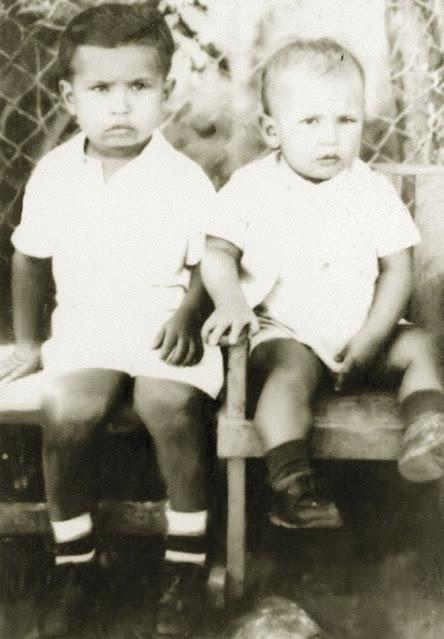 Hugo Chávez con su hermano Adán