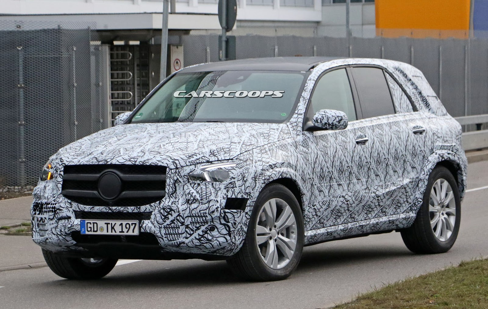 2019 mercedes benz gle sheds more camo and shows off its fancy cabin carscoops. Black Bedroom Furniture Sets. Home Design Ideas