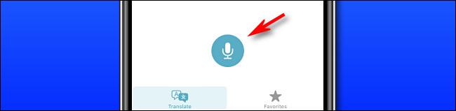 في Apple Translate على iPhone ، اضغط على زر الميكروفون لنطق جملة للترجمة.