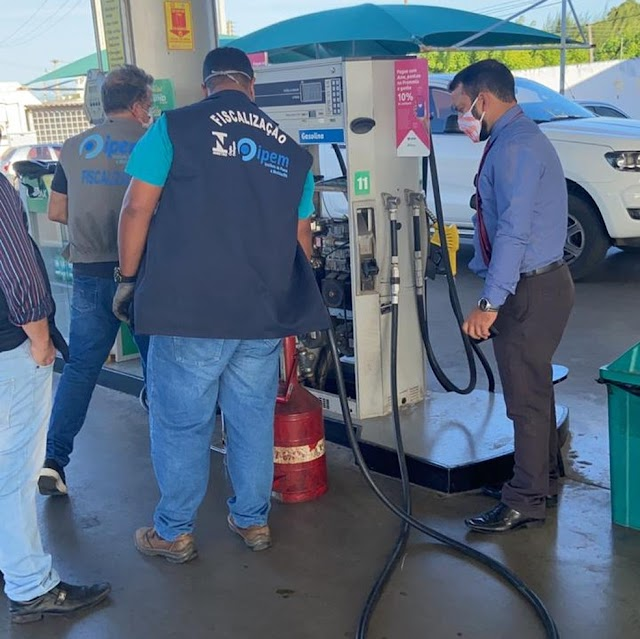Ipem interdita e reprova 80 bombas de combustíveis na região Oeste do RN