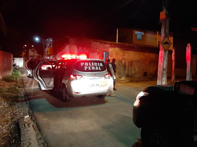 Polícia Penal realiza operação na Vila de Ponta Negra em Natal, RN