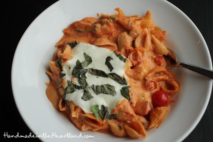 Creamy Tomato Basil Caprese Pasta