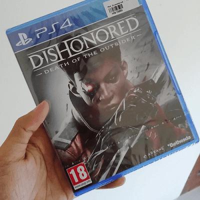 Dishonored adalah game action yang rilis di konsol playstation dengan karakter utama perempuan