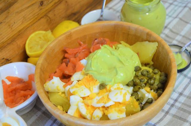 Las delicias de Mayte, ensalada de patatas, ensalada de salmón ahumado, ensaladas, ensaladas recetas, ensalada de patatas con salmón ahumado y mayonesa de aguacate, recetas de ensaladas,