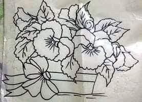desenho de vaso de amor perfeito com laço para pintar