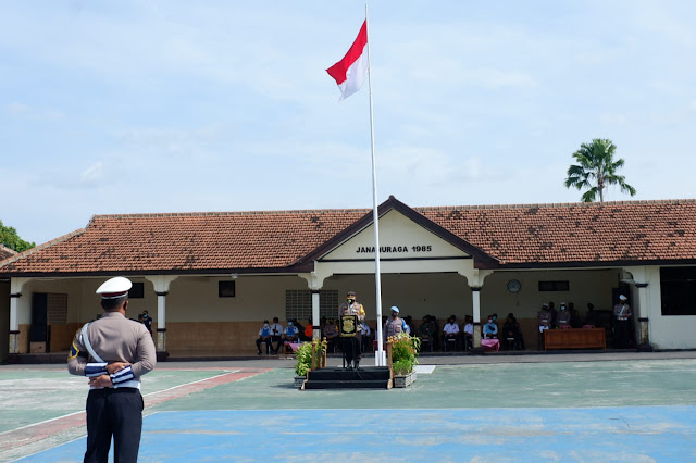 Kapolres Karanganyar Himbau Dalam Merayakan Hari Natal 2020 dan Tahun Baru 2021 Agar Tidak Berkerumun Serta Mematuhi Prokes