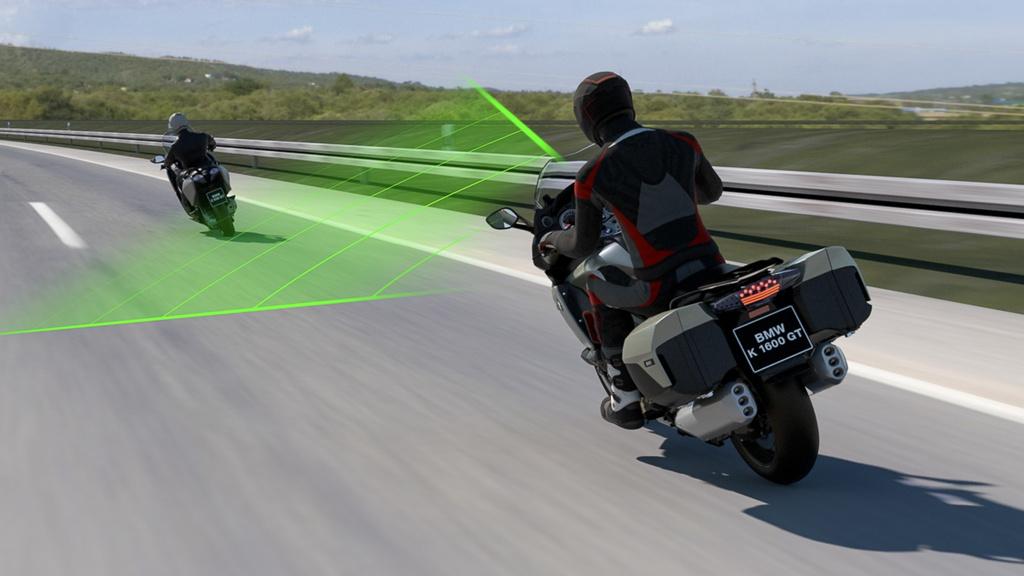 Môtô BMW Motorrad sắp được trang bị kiểm soát hành trình thích ứng