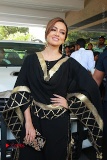 Bollywood Actress Sana Khan Launches Aakrithi Exibition  0052.JPG
