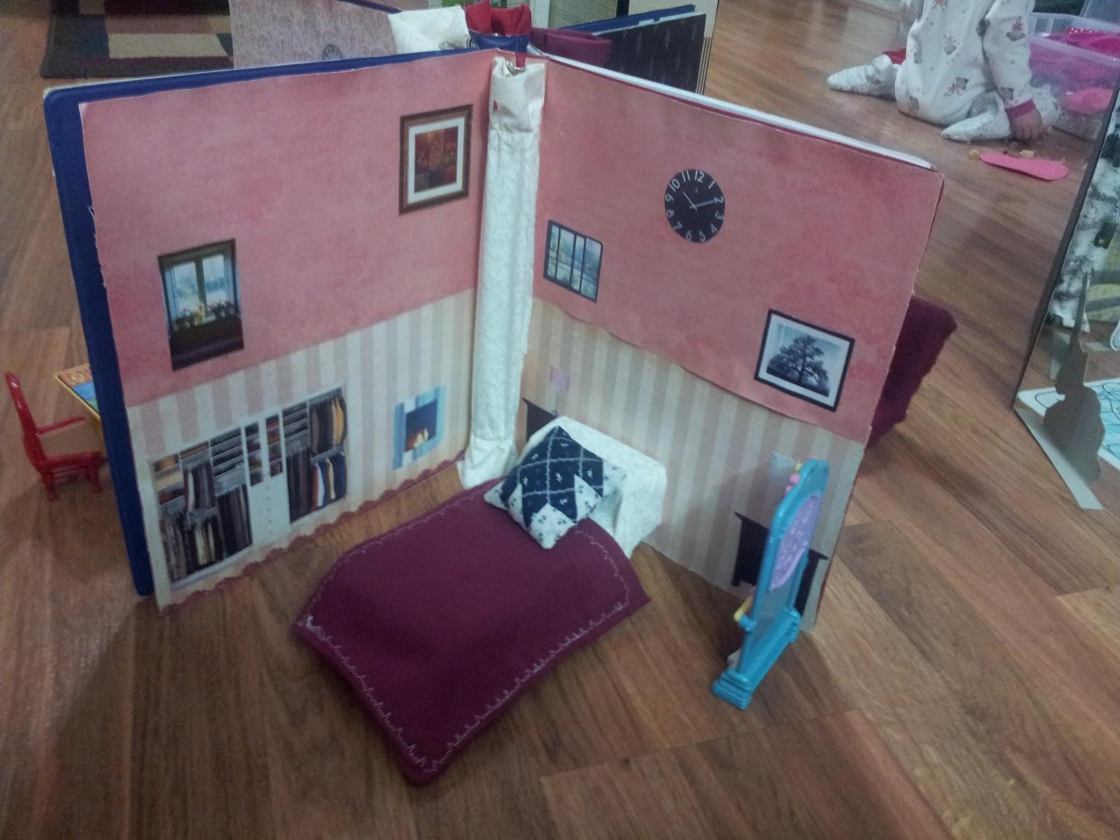 Working Mom Wonders Three Ring Binder Dollhouse