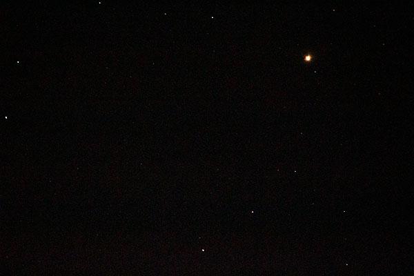 Mars and Uranus (far left, middle) in DSLR image, 600mm, 1 second (Source: Palmia Observatory)