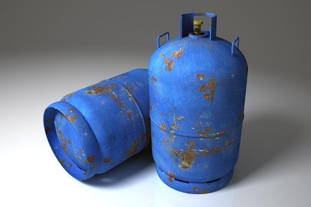 Nyílt láng mellett akart gázpalackot cserélni két férfi Szolnokon