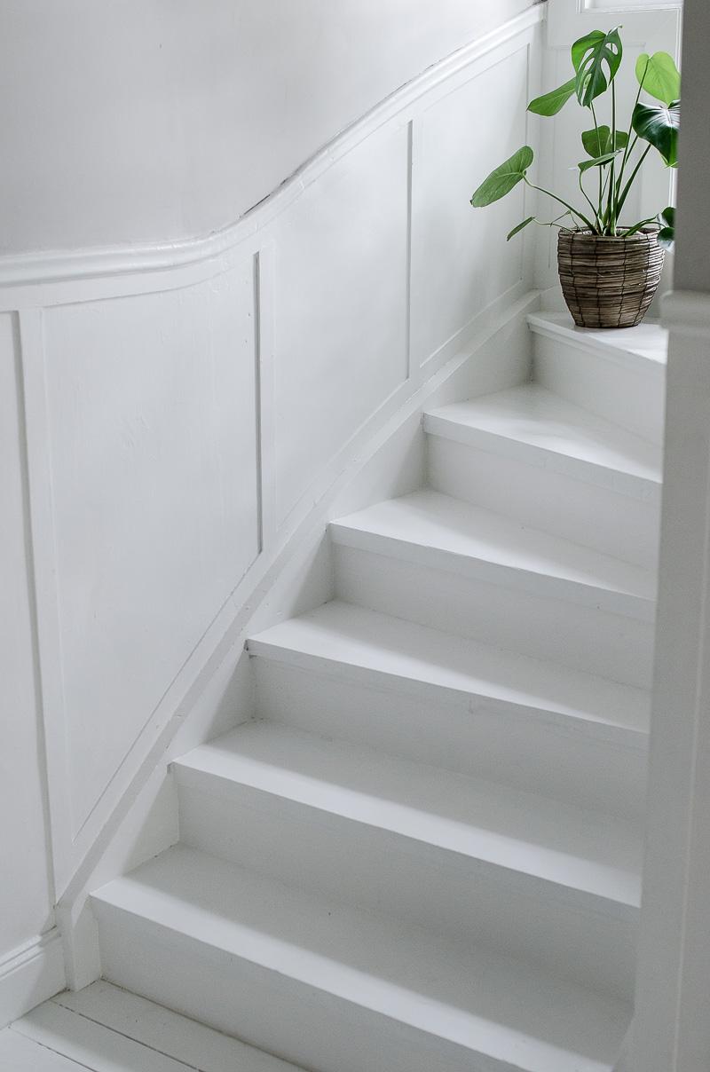 Renovering av trapp, vit trapp