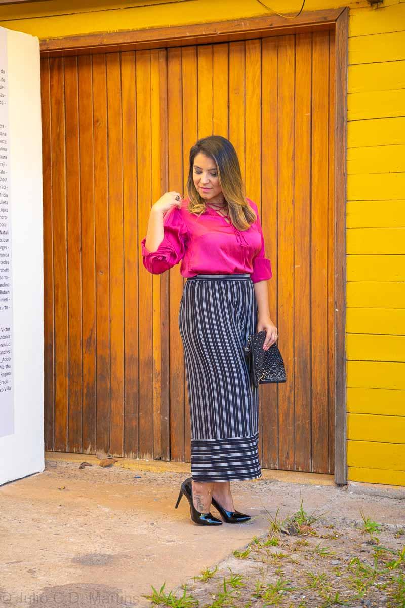 Usando a pantacourt no trabalho: calça de listras e camisa pink